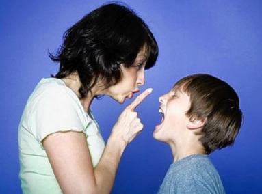 genitore che sgrida